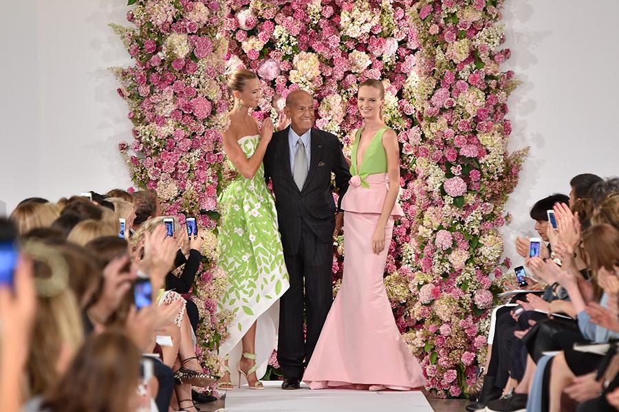 NEW YORK, NY - SEPTEMBER 09: Designer Oscar de la Renta (C) and model Karlie Kloss (L) walk the runway at the Oscar De La Renta fashion show during Mercedes-Benz Fashion Week Spring 2015 on September 9, 2014 in New York City. (Photo by Slaven Vlasic/Getty Images)