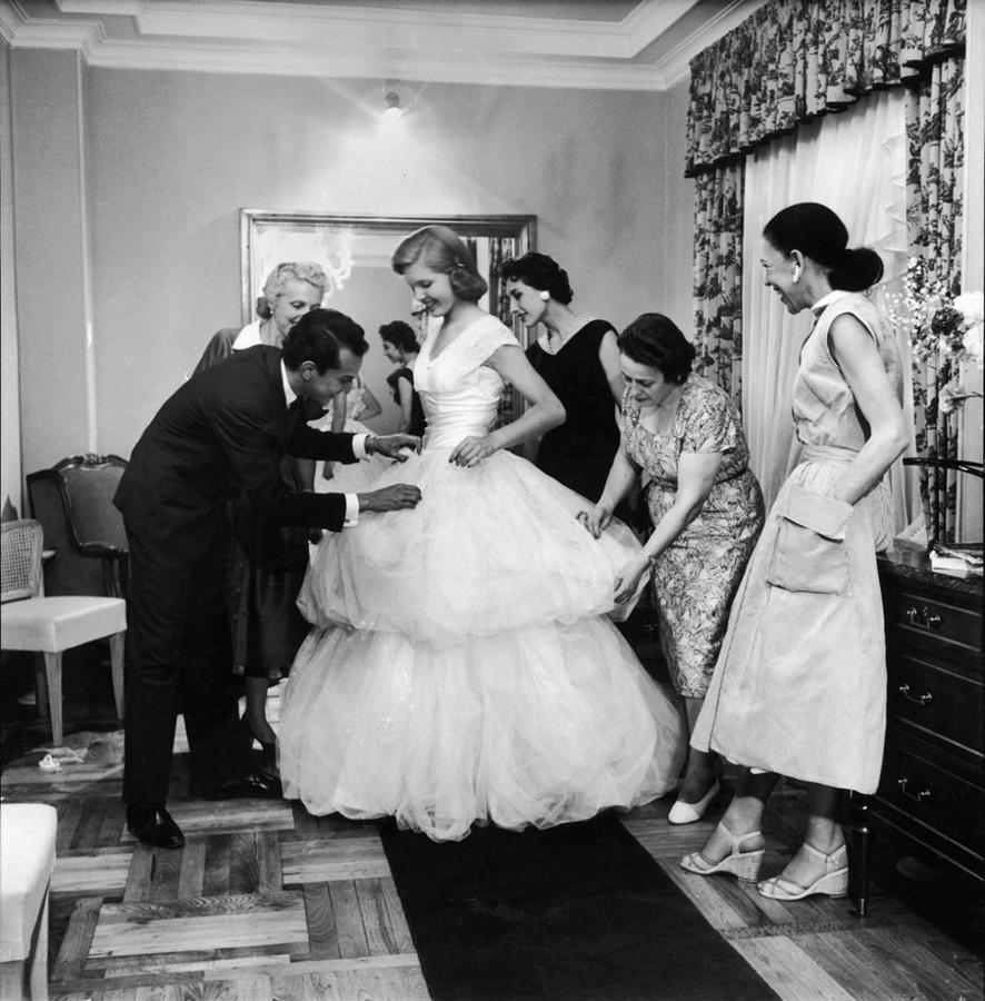 oscar-de-la-renta-beatrice-lodge-baroness-aino-bodisco-1956