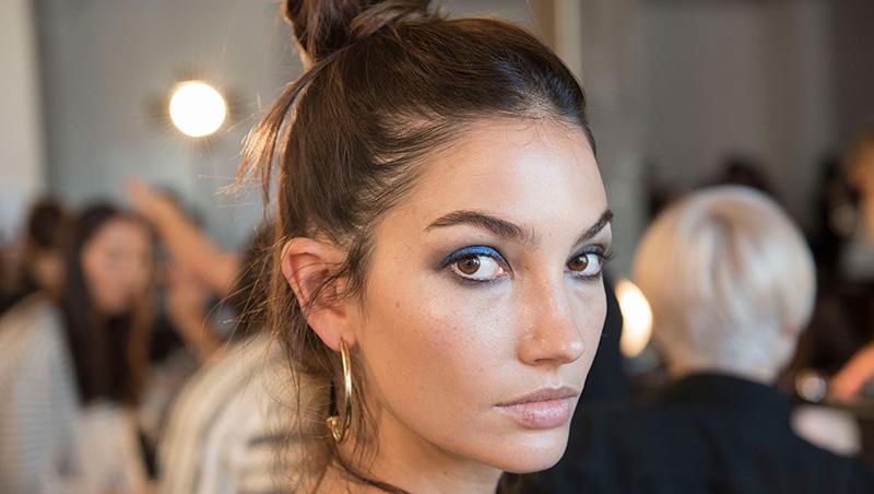 maquillaje_ojos_azul_eyeliner_lapiz_sombra_famosas_gigi_hadid_kendall_jenner_533099659_1200x