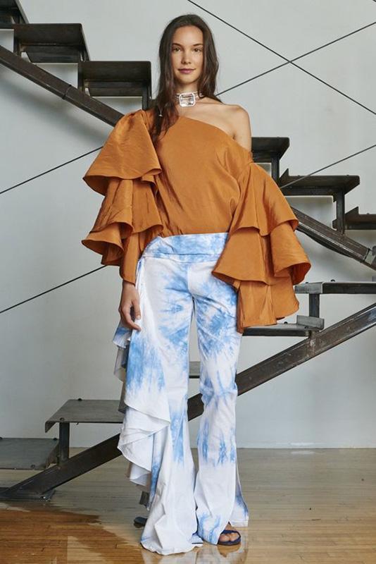 pantalon-tie-dye-blusa-volantes