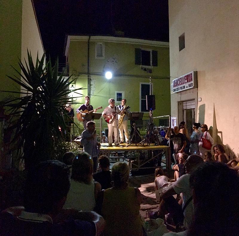 calles-nocturnas-isla-elba