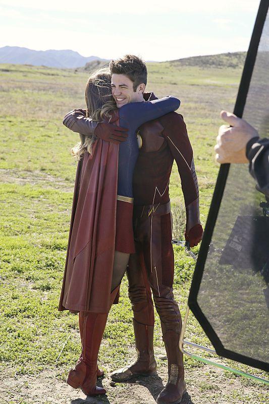 flash-supergirl-closet-hispano
