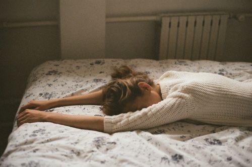 Dormir bien ayuda a perder calorias