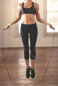 Saltar cuerda ayuda a perder calorías.