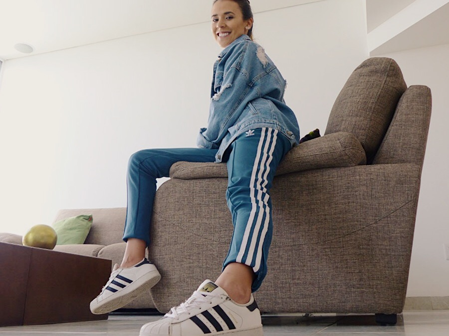 look pantalón Adidas